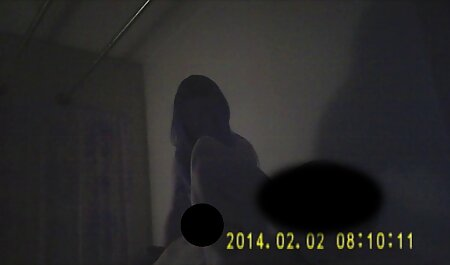 वह एक सेक्सी वीडियो फुल एचडी मूवी लिखावट आदमी को देख रहा है.